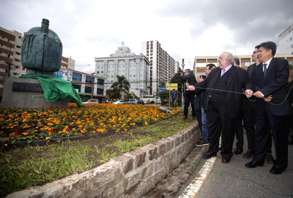 CURITIBA, Oct. 1, 2017 - Curitiba Mayor Rafael Greca (front L) and China's ambassador to Brazil Li Jinzhang (front R) unveil the Confucius bronze statue at China Plaza in Curitiba, Brazil, on Sept. ...