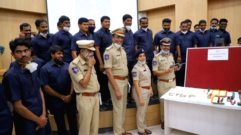 Cyberabad  Police Commissioner  V. C. Sajjanar with team arrested (10 persons) notorious Interstate Criminal Gang from Uttar Pradesh known as Kakral Gang, on August 29, 2020.