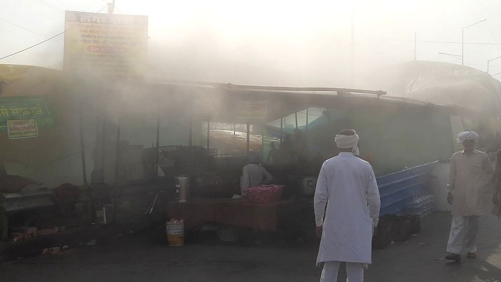 Cylinder caught fire while preparing anchor food near movement site.