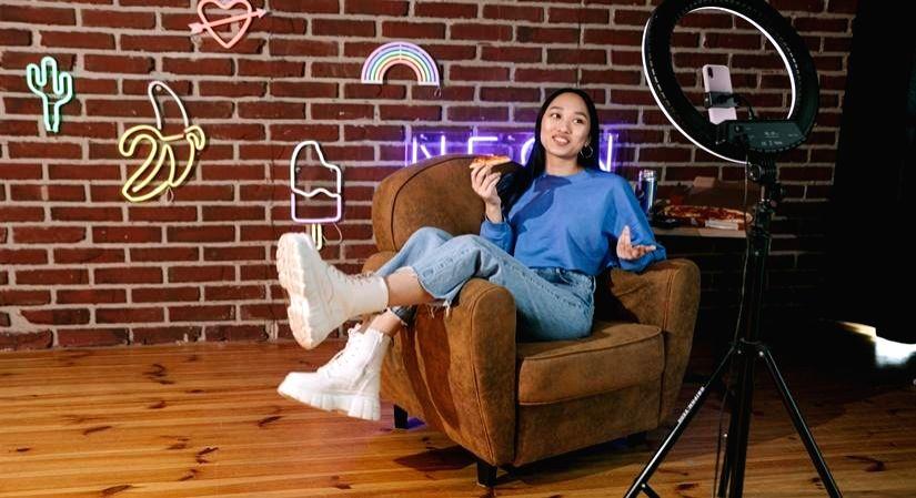 D2C customers should crack influencer and celebrity marketing(PHOTO:IANSlife)