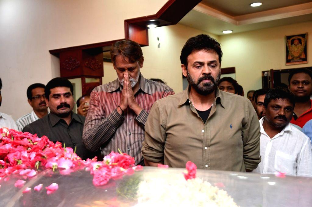 Daggubati Venkatesh paying his last respects to Dasari Narayana Rao at Dasari's residence. - Dasari Narayana Rao