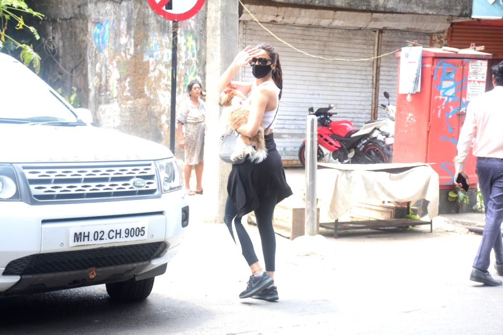 Daisy Shah Spotted at Pet Clinic In Bandra On Thursday, 6th may, 2021. - Shah Spotted