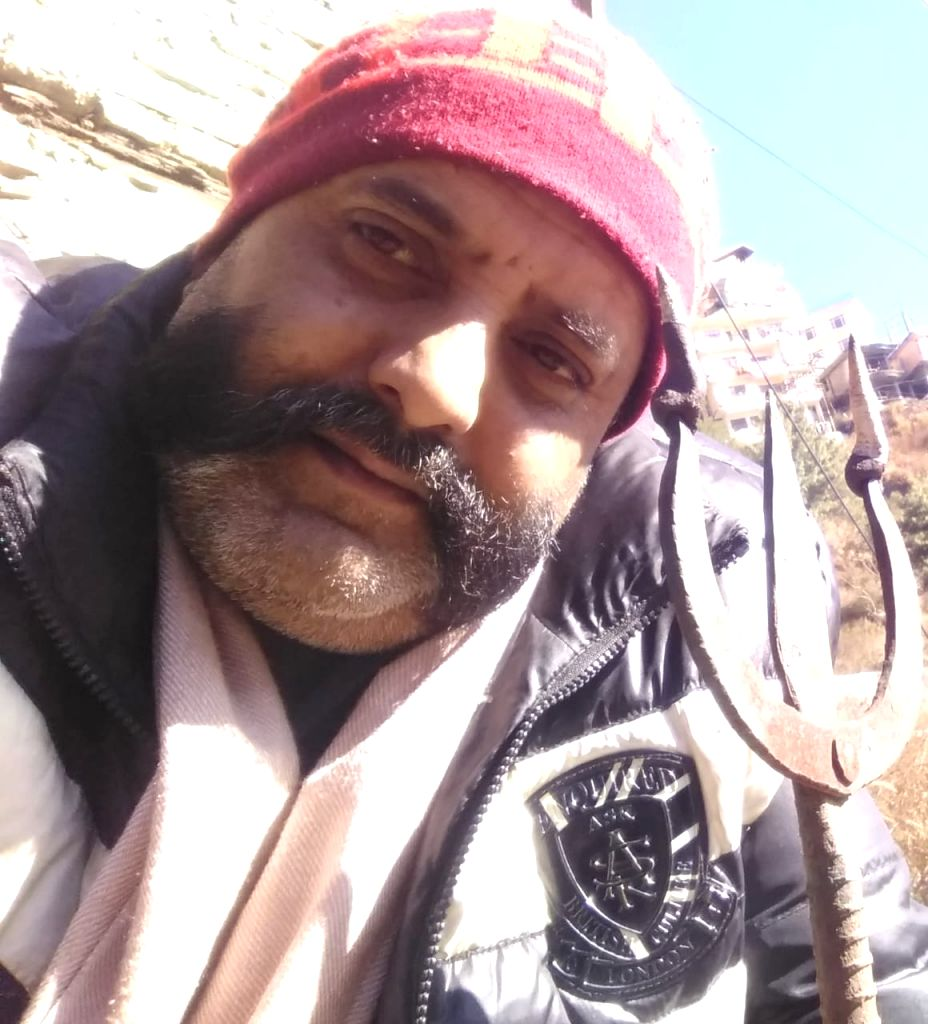 Dalit activist Ravi Kumar belonging to this Himachal Pradesh capital has written to President Ram Nath Kovind to appoint him as temporary executioner in Tihar Jail to hang the convicts in the ... - Ravi Kumar and Nath Kovind