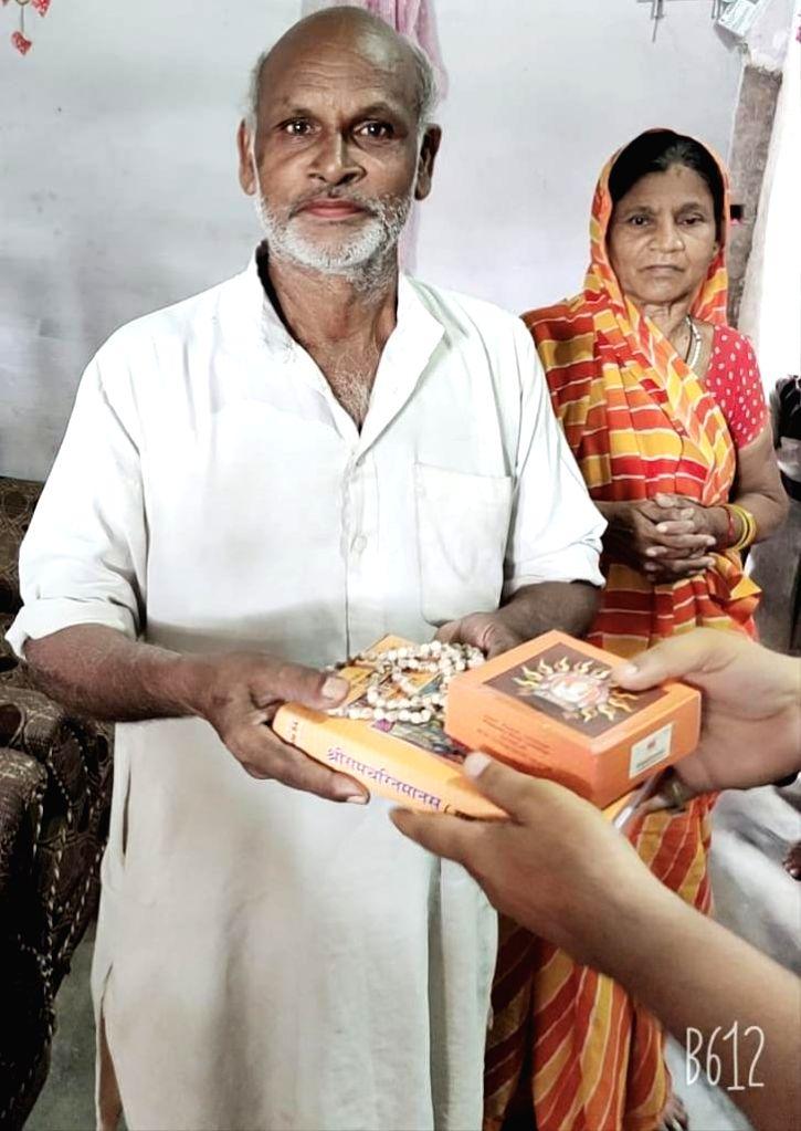 Dalit family 1st to receive Ayodhya prasad