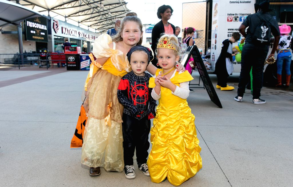 DALLAS, Oct. 28, 2019 - Kids in costume are about to participate in a Halloween costume contest in Frisco on the outskirts of Dallas, Texas, the United States, Oct. 26, 2019.
