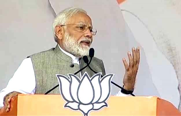 Daltonganj : Daltonganj: Prime Minister Narendra Modi addresses public meeting in Daltonganj, Jharkhand on Nov 25, 2019. (Photo: IANS) - Narendra Modi