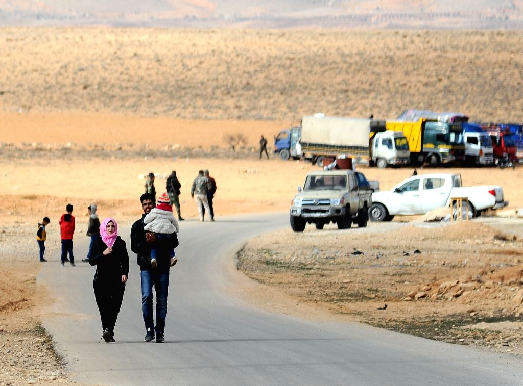 DAMASCUS, Dec. 25, 2018 (Xinhua) -- Syrian refugees return from Lebanon at the Zamarani border crossing north of Damascus, Syria, on Dec. 24, 2018. Over 1,000 Syrian refugees returned Monday to their homeland from various areas in Lebanon including T