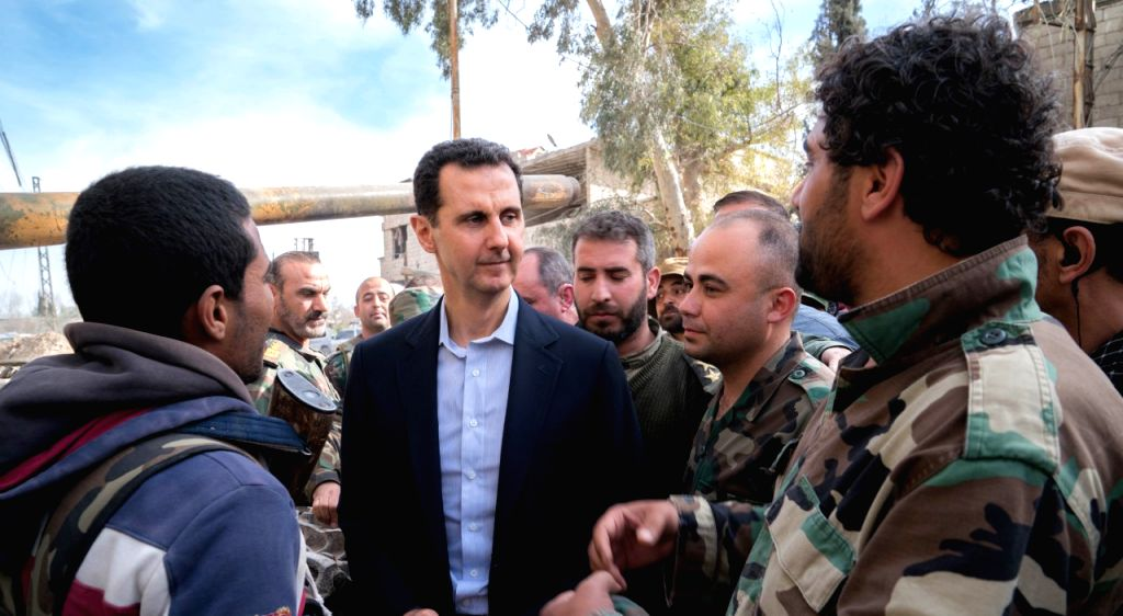 DAMASCUS, March 18, 2018 (Xinhua) -- Syrian President Bashar al-Assad (C) is surrounded by soldiers of Syrian army as he visits a frontline area in Damascus' Eastern Ghouta area, Syria, on March 18, 2018. Bashar al-Assad on Sunday visited a frontline