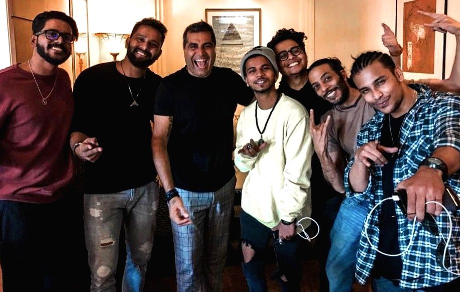 Dance troupe The Kings with producer Shailendra Singh - Shailendra Singh
