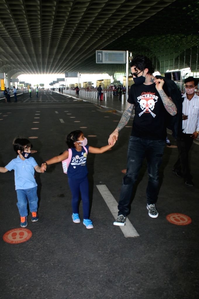 Daniel Weber With His Childrens Spotted At Airport Departure