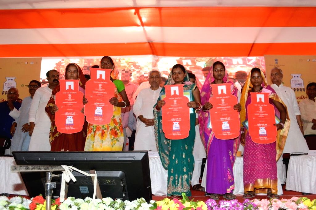 "Darbhanga: Bihar Chief Minister Nitish Kumar distributes LPG connections under ""Pradhan Mantri Ujjwala Yojana"", in Darbhanga, Bihar on April 20, 2018. (Photo: IANS) - Nitish Kumar"