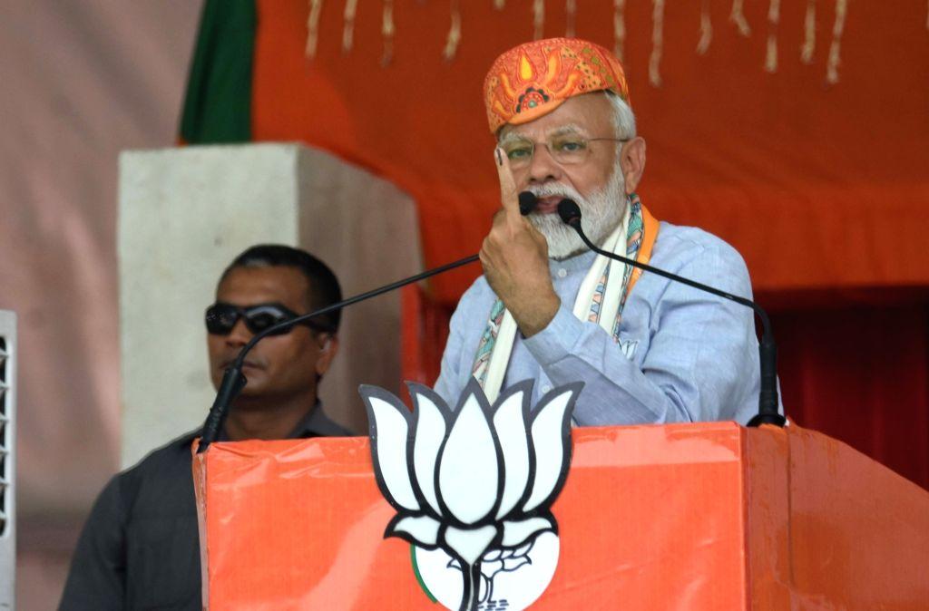 Darbhanga: Prime Minister Narendra Modi addresses a public rally in Darbhanga, Bihar, on April 25, 2019. (Photo: IANS) - Narendra Modi