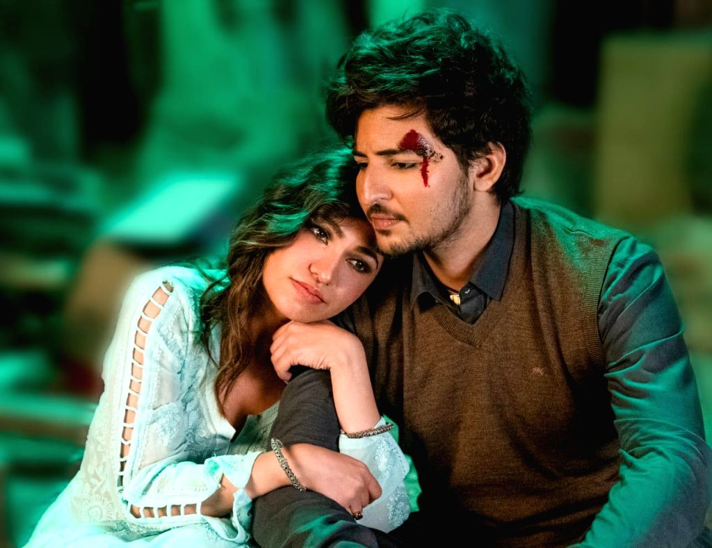 Darshan Raval, Tulsi Kumar unite for new single 'Is qadar - Tulsi Kumar