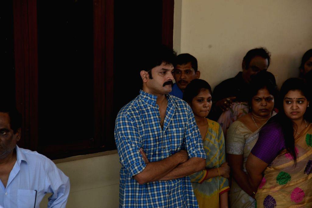 Dasari's actor son Arun Kumar pays last respect to Dasari Narayana Rao at his residence. - Arun Kumar and Dasari Narayana Rao