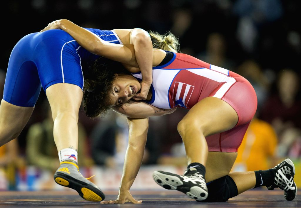Dayanara Rivera(R) of Puerto Rico competes with Diana Miranda of Mexico during their women's freestyle 69kg bronze match of wrestling event at the 17th Pan American ...