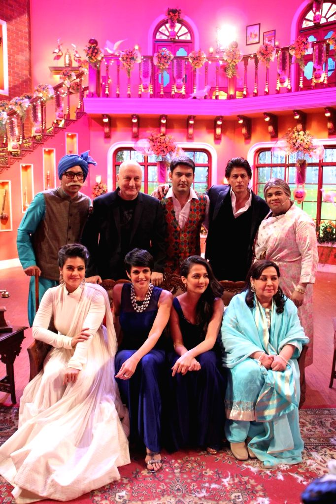 DDLJ cast celebrates 1000th week on the sets of Comedy Nights With Kapil at Dilwale Dulhania Le Jayenge 1000 weeks completion special episode shoot on Comedy Nights With Kapil in Mumbai on Monday, ...