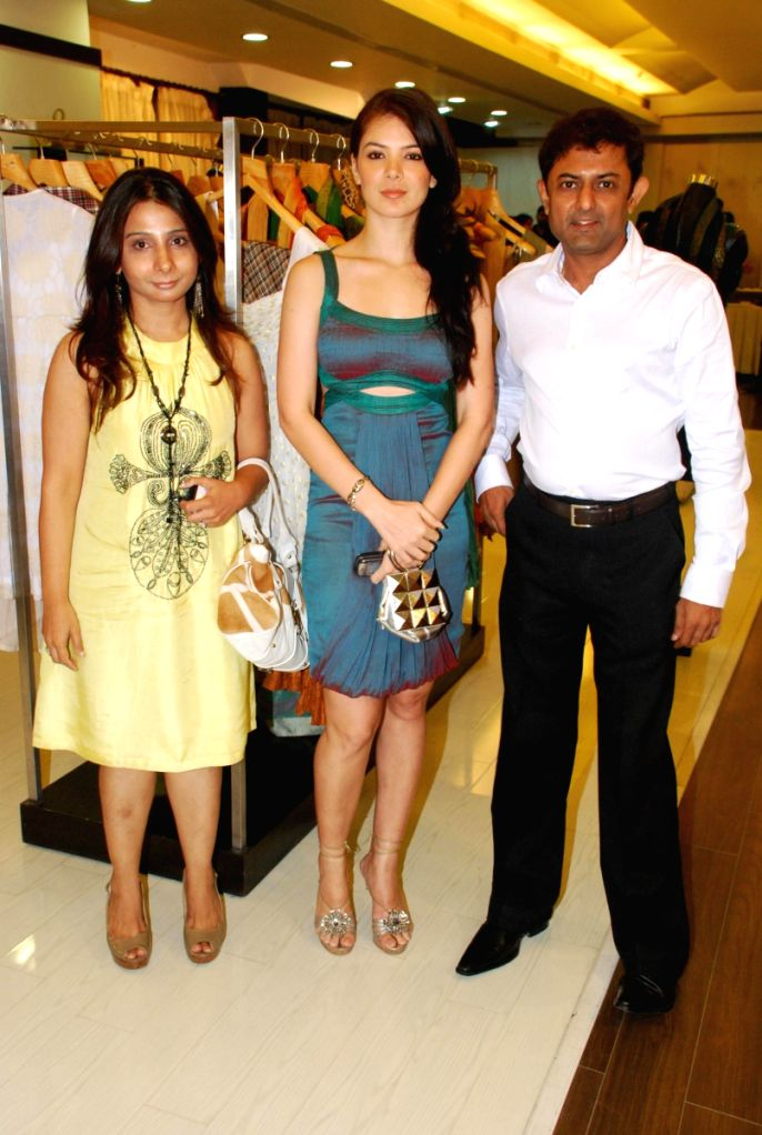 Deepa and Amith Dholakia with Urvashi Sharma at Amara Store.
