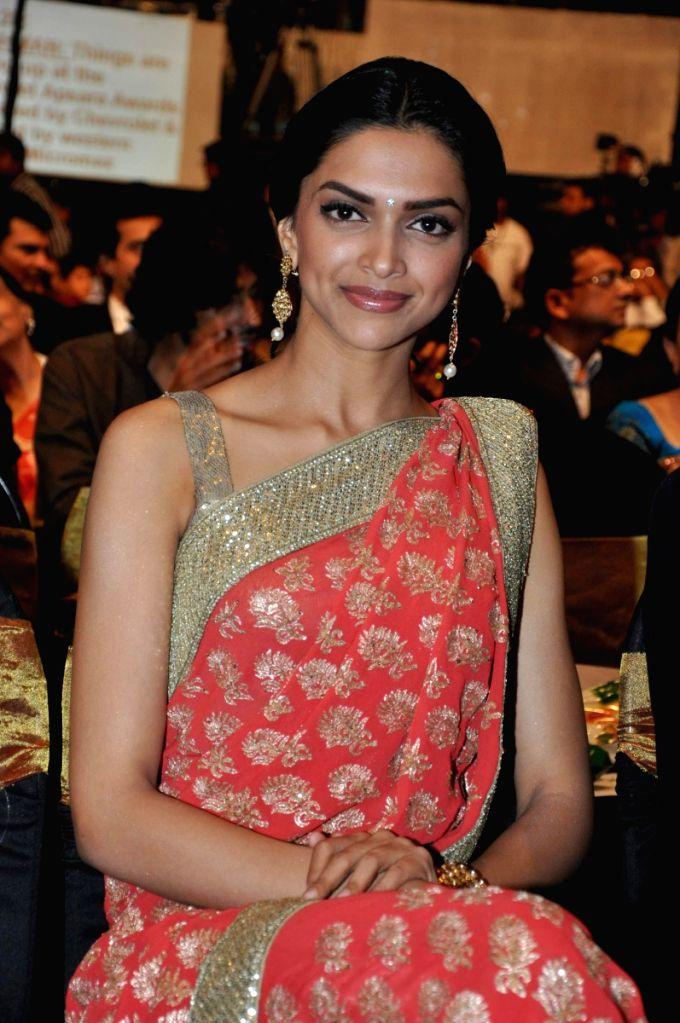 Deepika Padukone at Apsara Awards in Chitrakot Grounds. - Deepika Padukone