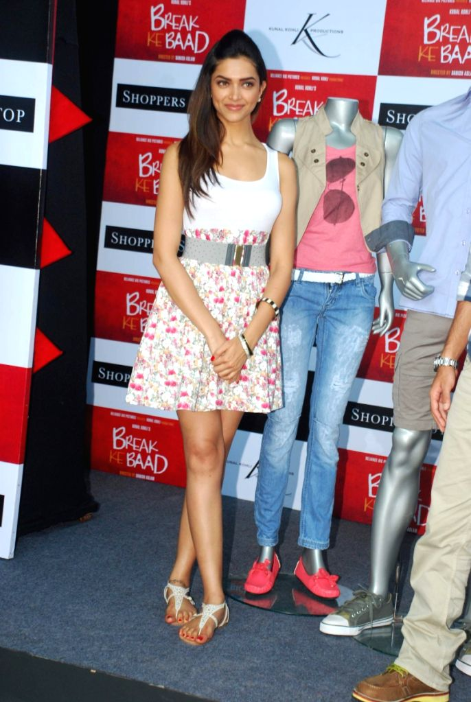 Imran Khan and Deepika Padukone at Shoppers Stop Break ke ... | 686 x 1024 jpeg 114kB