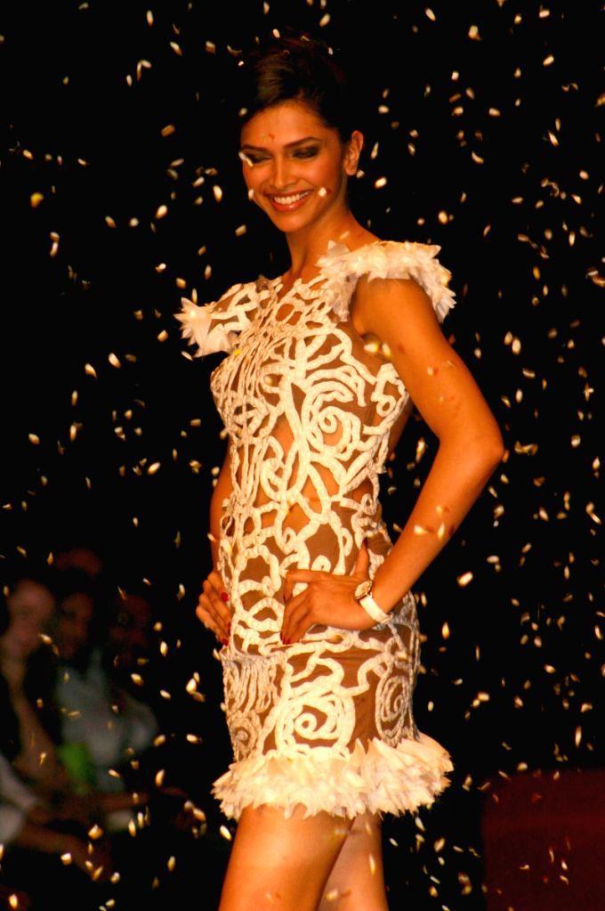 Deepika Padukone on the ramp for Designer  Reena Dhaka at Wills Lifestyle India Fashion Week 2009 in New Delhi on March 21. - Deepika Padukone