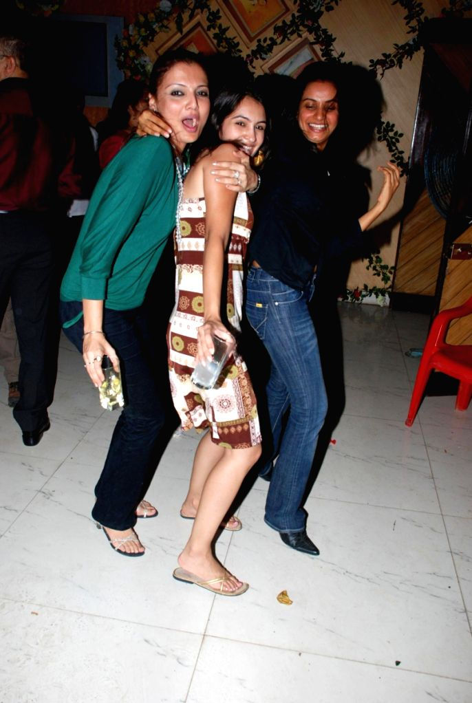 Deepshikha at Ajay Sinha's birthday bash at Future Studio, in Mumbai.