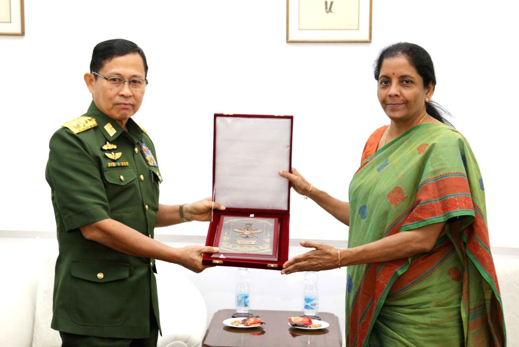 Defence Minister Nirmala Sitharaman and Myanmar Deputy Commander-in-Chief, Defence Services and Commander-in-Chief (Army), Vice Senior General Soe Win echange the momento, in New Delhi on ... - Nirmala Sitharaman