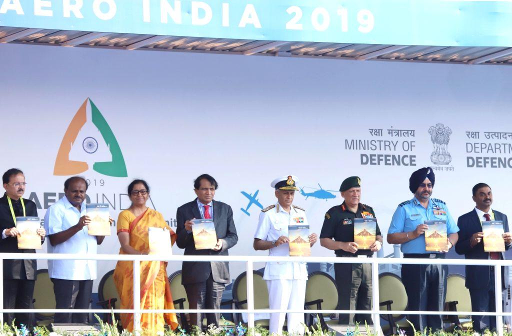 Defence Minister Nirmala Sitharaman, Union Civil Aviation Minister Suresh Prabhu, Union MoS Defence Subhash Bhamre, Karnataka Chief Minister H.D. Kumaraswamy, Navy chief Admiral Sunil ... - Nirmala Sitharaman and Suresh Prabhu