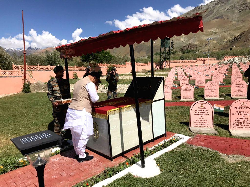 Defence Minister Rajnath Singh pays tributes to the martyrs at Kargil War Memorial in Dras of Jammu and Kashmir's Kargil district, on July 20, 2019. - Rajnath Singh