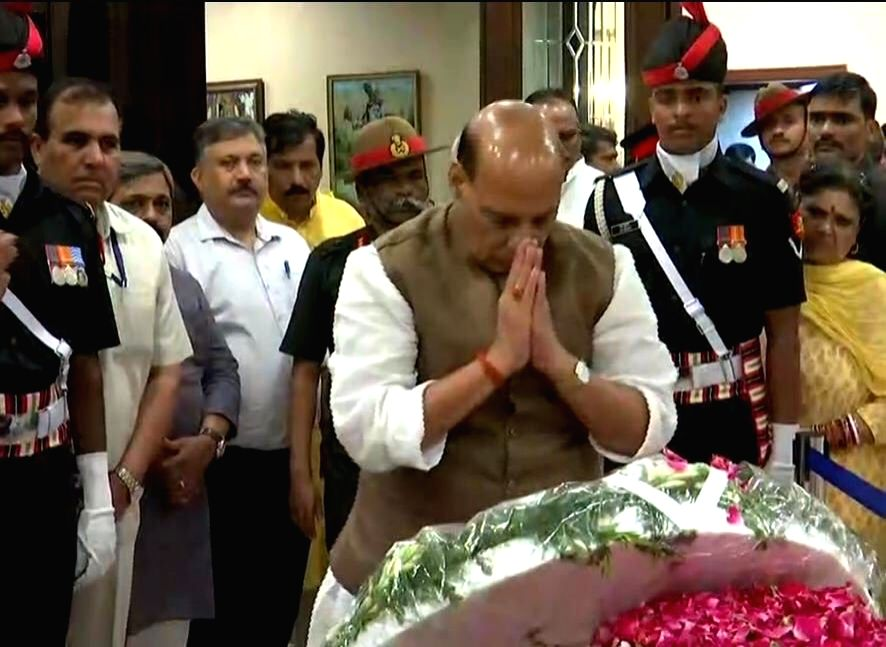 Defence Minister Rajnath Singh pays tributes to Former Finance Minister Arun Jaitley at his residence, in New Delhi on Aug 24, 2019. - Rajnath Singh and Arun Jaitley