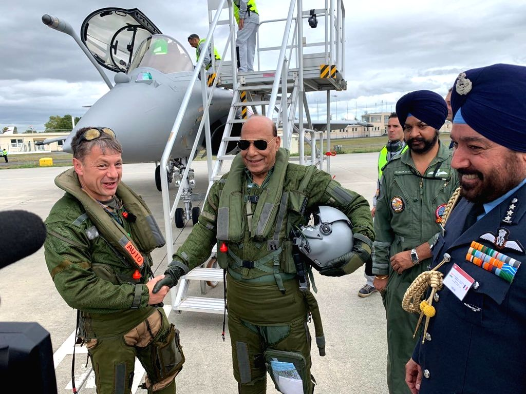 Defence Minister Rajnath Singh ready to take off for a sortie in a Rafale fighter jet from Merignac, France soon after receiving the first of the 36 jets on Oct 8, 2019. - Rajnath Singh