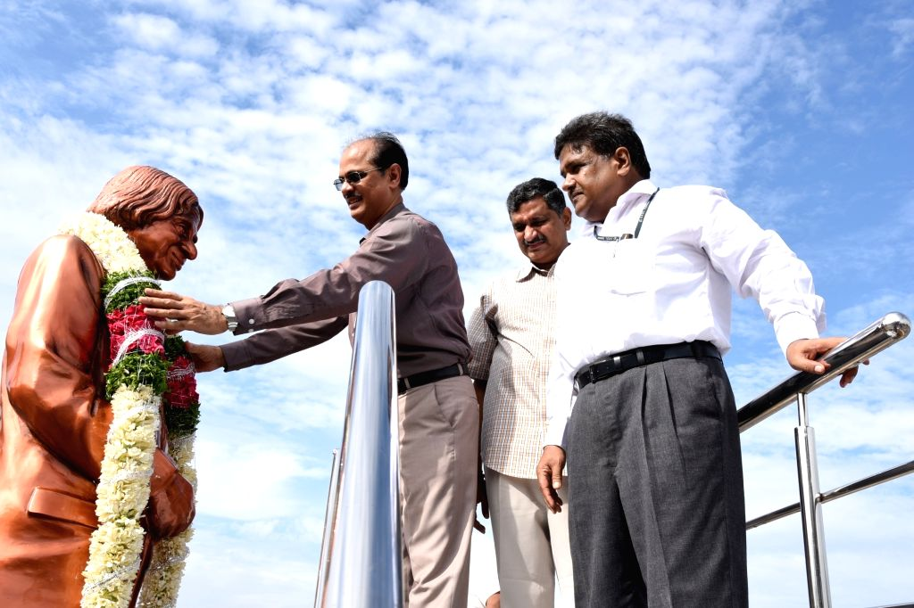 Defence Research & Development Laboratory (DRDL) Director MSR Prasad pays homage to Dr. A.P.J. Abdul Kalam, on the occasion of his first death anniversary in Hyderabad on July 27, 2016.
