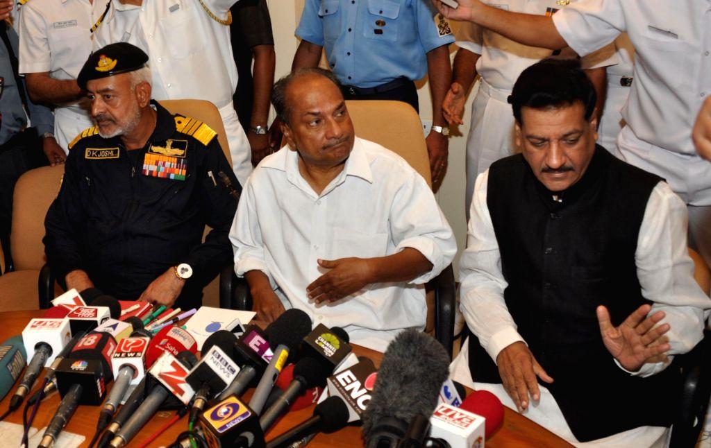 Defense minister A K Antony, Maharashtra Chief Minister Prithiviraj Chavan and Navy chief Admiral D.K. Joshi addressing the media on explosions that sank INS Sindhurakshak submarine. (Photo::: BL ... - A K Antony and K. Joshi