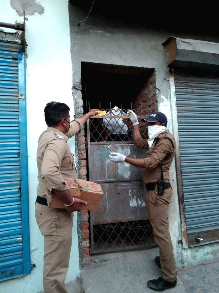 Dehradun Police during lockdown.