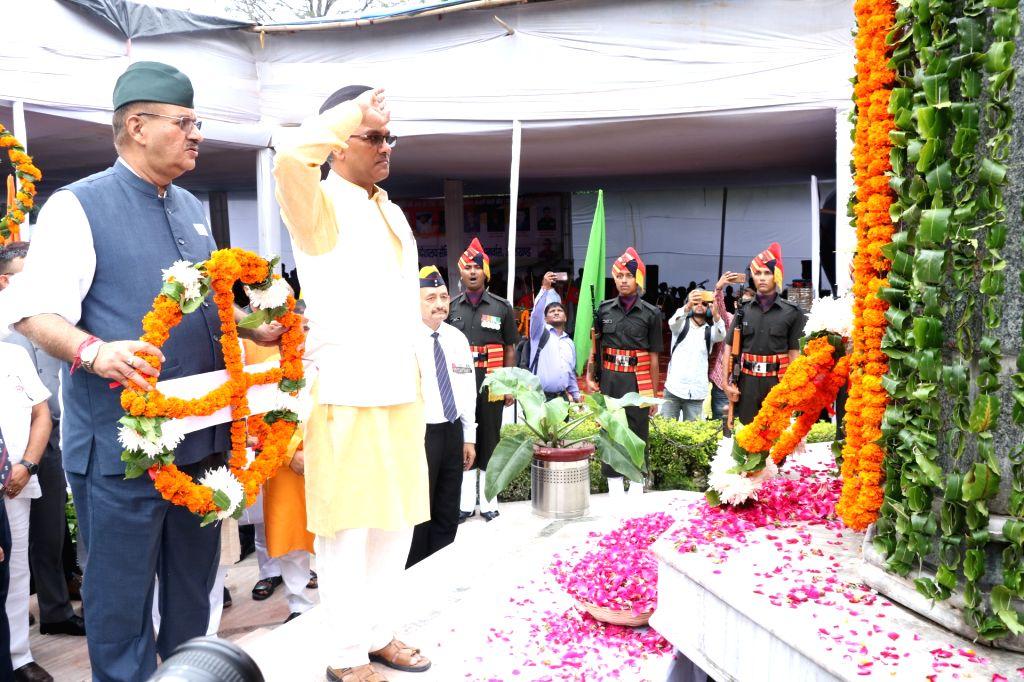 Dehradun: Uttarakhand Chief Minister Trivendra Singh Rawat pays tributes to the martyrs of Kargil war on Kargil Vijay Diwas at Gandhi Park in Dehradun, on July 26, 2019. (Photo: IANS) - Trivendra Singh Rawat
