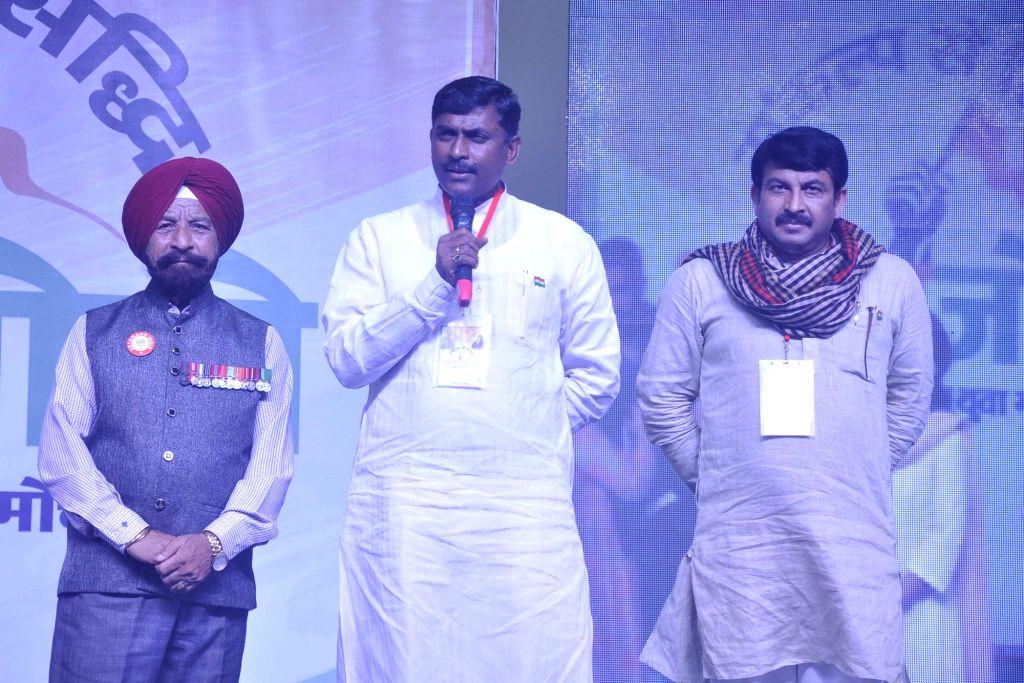 """Delhi BJP chief Manoj Tiwari during inauguration of """"Bharat Jodo Abhiyan"""" in New Delhi, on Aug 9, 2017."""