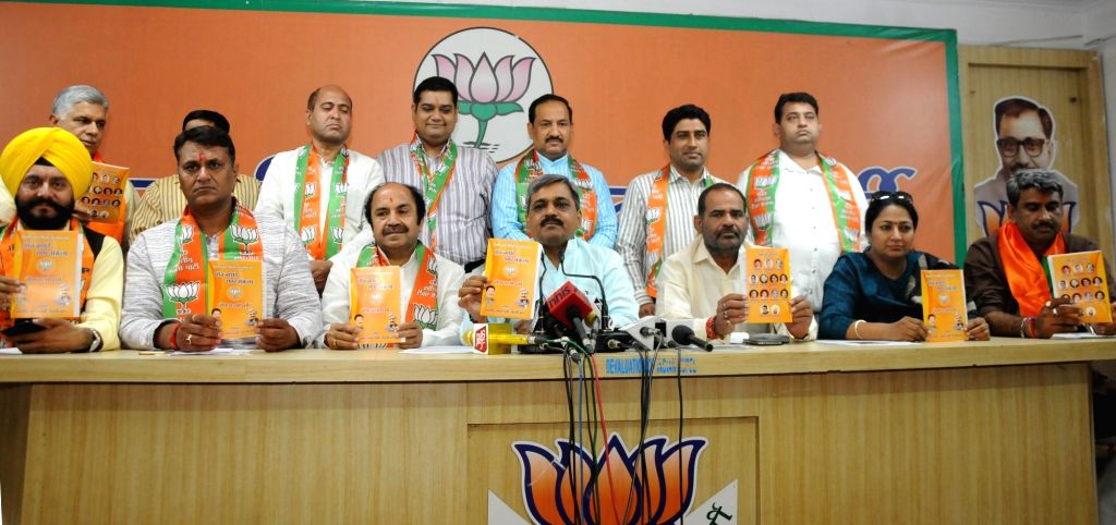 Delhi BJP chief Satish Upadhyay addresses a press conference in New Delhi  on April 20, 2016. - Satish Upadhyay