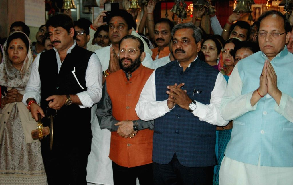 Delhi BJP chief Satish Upadhyay, party MP Manoj Tewari and others during a prayer meeting at Hanuman Mandir in Connaught Place of Delhi on April 11, 2016. - Satish Upadhyay