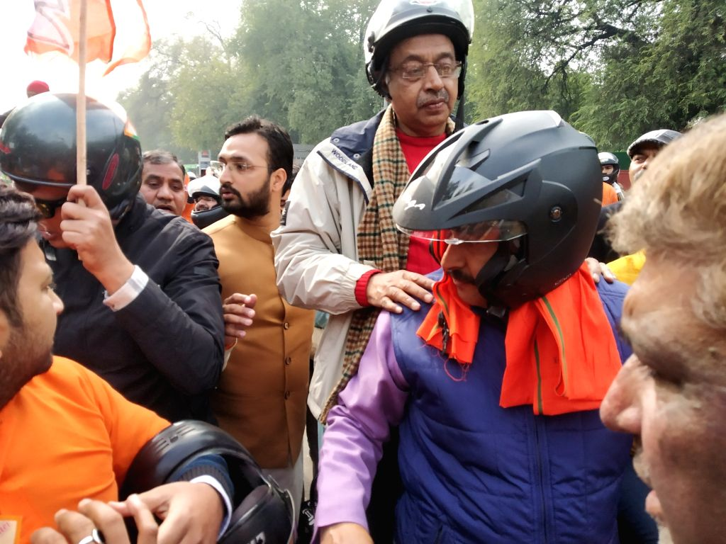 Delhi BJP MPs Manoj Tiwari and Vijay Goel participate in the party's bike rally organised ahead of the upcoming Delhi Assembly elections, on Jan 9, 2020.