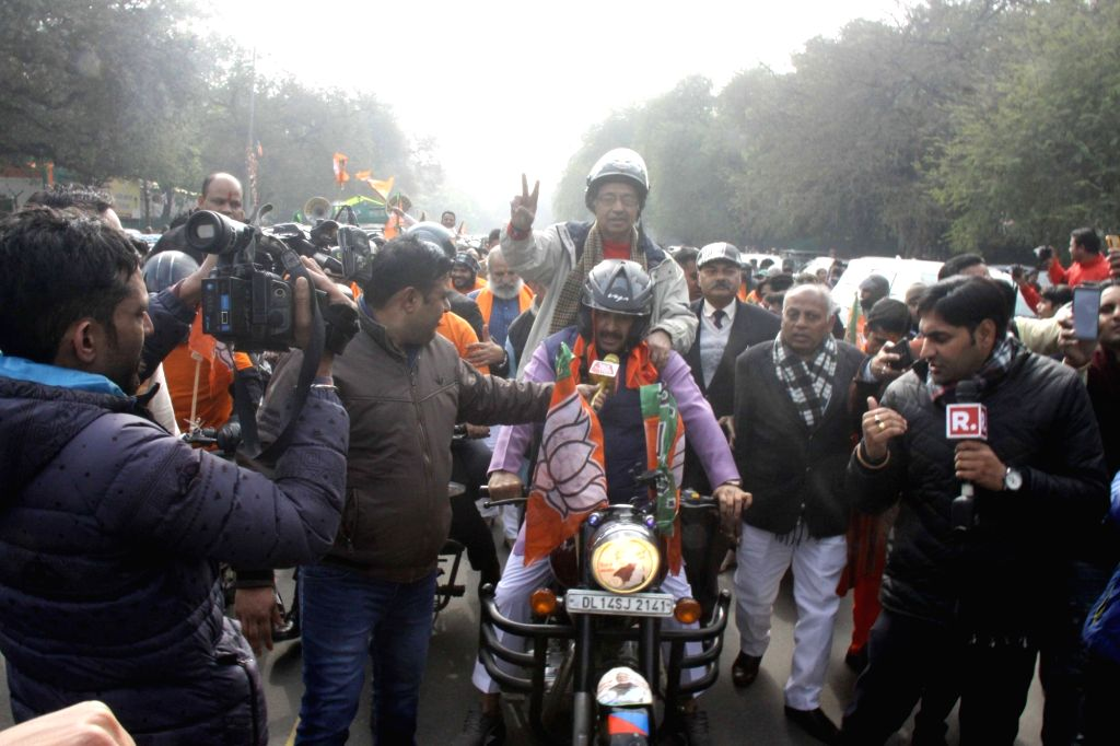 Delhi BJP MPs Manoj Tiwari and Vijay Goel along with party workers, participate in the party's bike rally organised ahead of the upcoming Delhi Assembly elections, on Jan 9, 2020.