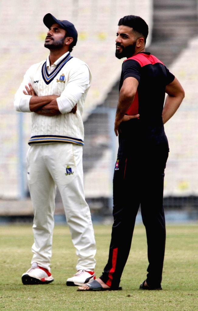 Delhi captain Dhruv Shorey and Bengal captain Manoj Tiwari ahead of the Ranji Trophy match between Delhi and Bengal at the Eden Gardens in Kolkata on Jan 29, 2020. - Dhruv Shorey