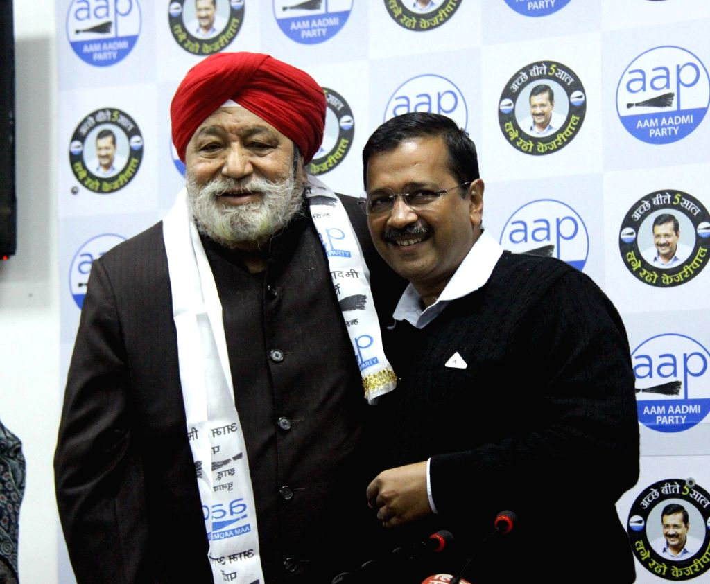 Delhi Chief Minister and Aam Aadmi Party (AAP) national convener Arvind Kejriwal welcomes four-time BJP legislator and former minister Harsharan Singh Balli, into the party, in New Delhi ... - Harsharan Singh Balli and Arvind Kejriwal