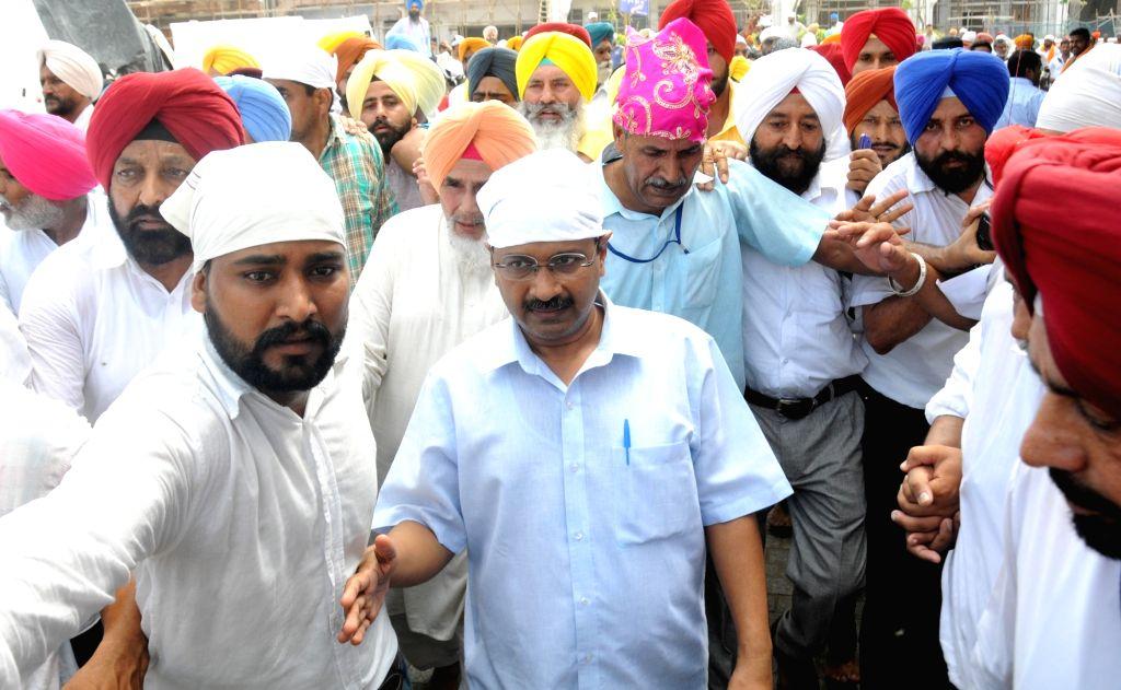 Delhi Chief Minister and AAP leader Arvind Kejriwal visits Golden Temple in Amritsar on July 3, 2016. - Arvind Kejriwal