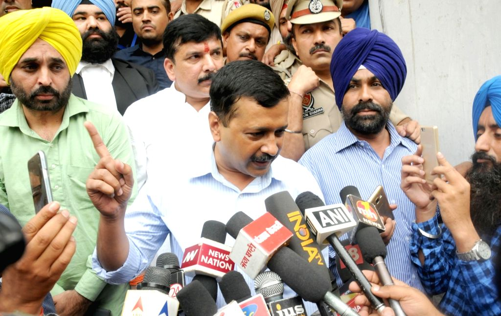 Delhi Chief Minister and AAP leader Arvind Kejriwal arrives to appear before an Amritsar court in connection with a defamation case filed by Punjab Minister Bikram Singh Majithia, on Nov 1, ... - Bikram Singh Majithia and Arvind Kejriwal