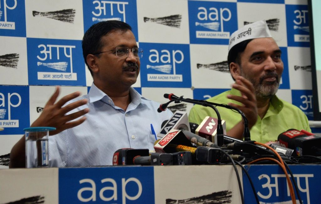 Delhi Chief Minister Arvind Kejriwal accompanied by Cabinet Minister Gopal Rai, addresses a press conference in New Delhi on Oct 16, 2019. - Arvind Kejriwal and Gopal Rai