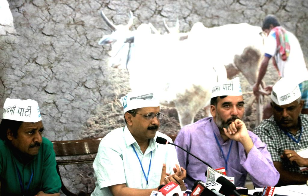 Delhi Chief Minister Arvind Kejriwal addresses a National Farmers Convention organised by Aam Admi Party (AAP) in New Delhi on June 17, 2017. Also seen Delhi Labour Minister Gopal Rai. - Arvind Kejriwal and Gopal Rai