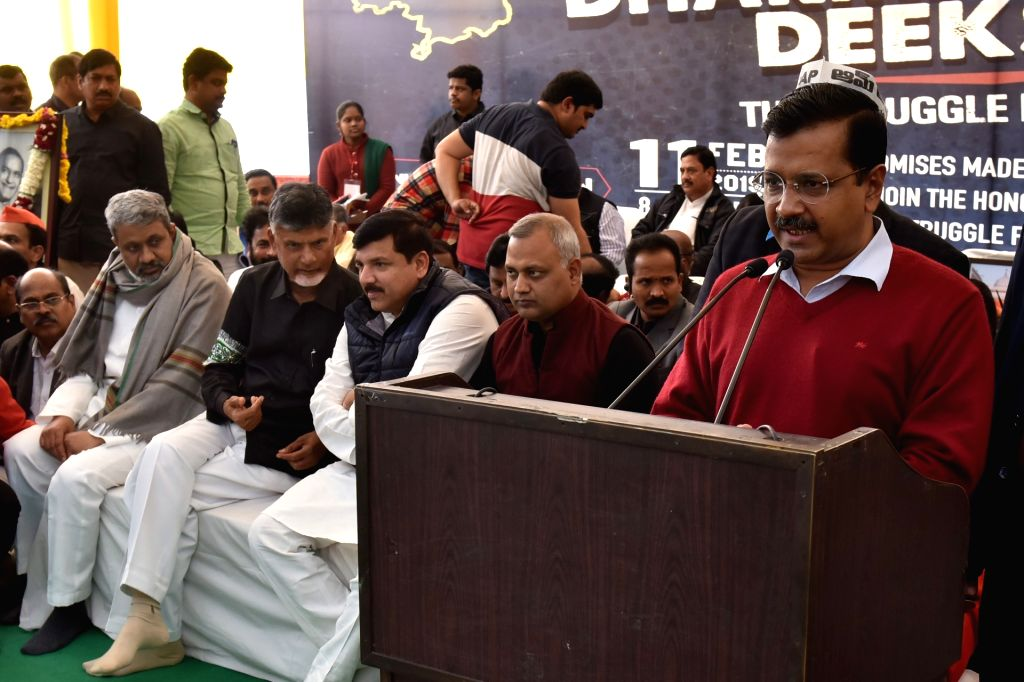 Delhi Chief Minister Arvind Kejriwal addresses at the Andhra Pradesh Chief Minister N. Chandrababu Naidu's 12-hour long fast demanding the Centre to accord special category status and ... - Arvind Kejriwal and N. Chandrababu Naidu