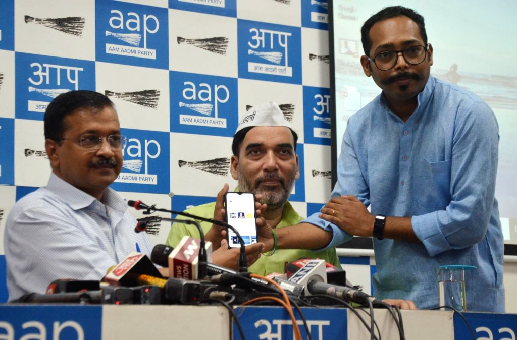 Delhi Chief Minister Arvind Kejriwal and Cabinet Minister Gopal Rai launch 'AK' app during a press conference in New Delhi on Oct 16, 2019. - Arvind Kejriwal and Gopal Rai