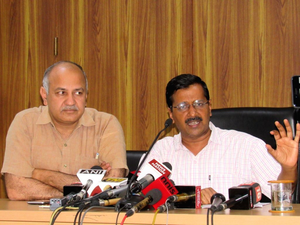 Delhi Chief Minister Arvind Kejriwal and Deputy Chief Minister Manish Sisodia address a press conference in New Delhi on April 3, 2017. - Arvind Kejriwal