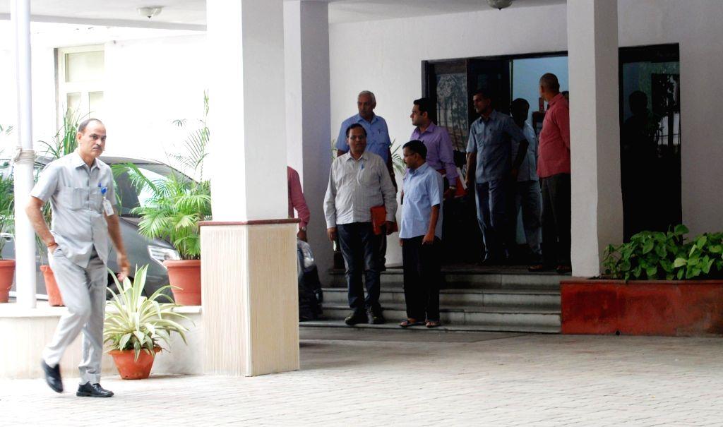 Delhi Chief Minister Arvind Kejriwal and  Health Minister Satyendra Jain arrive to meet Lt. Governor Najeeb Jung at Raj Niwas in New Delhi, on Oct 5, 2016. - Arvind Kejriwal and Satyendra Jain
