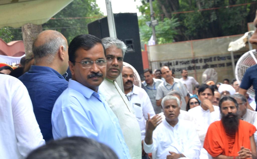 Delhi Chief Minister Arvind Kejriwal attends the last rites of former Finance Minister Arun Jaitley at Nigambodh Ghat in New Delhi on Aug 25, 2019. - Arvind Kejriwal and Arun Jaitley